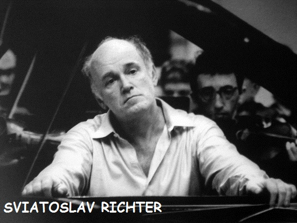 Richter_playing_piano
